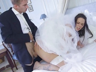 Simonys pussy and ass need some pleasuring