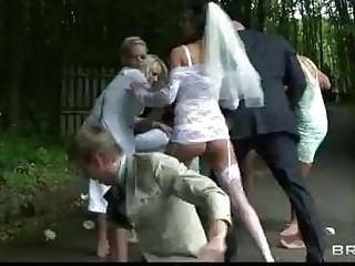 Fake tits bride Jasmine Jae rides a thick schlong outdoors