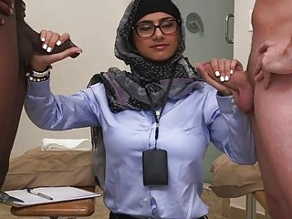 Arab chick gets pussylicking