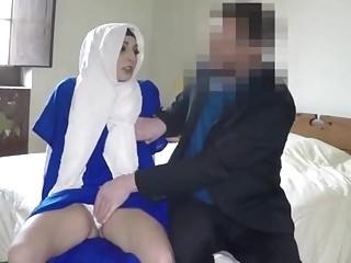 Hijab wearing Arab babe fucks with white guy for cash