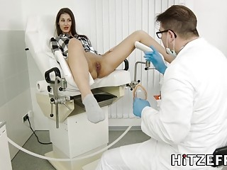 Doctor's appointment with slut turns into an intense fuck session